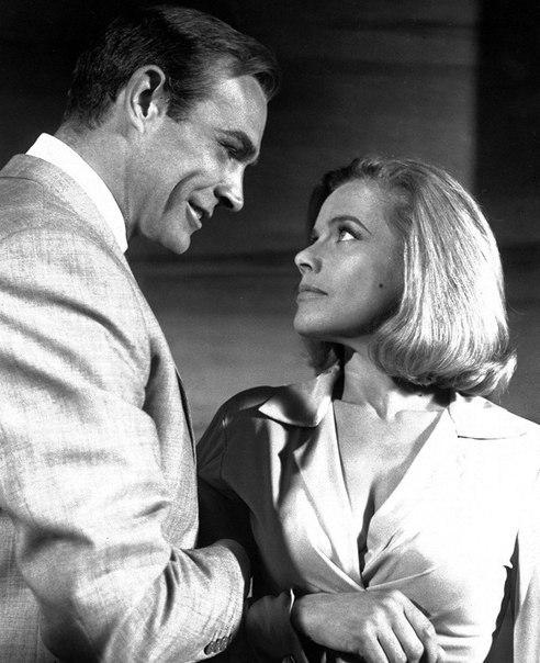 - Дорогая, ты уже подобрала мне подарок - Джеймс Бонд, как всегда говорил прямо. То, что думал.