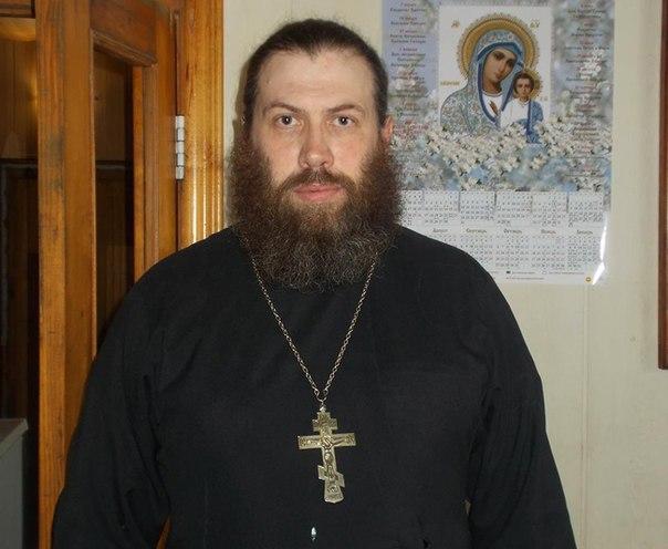 Священник из Челябинской области спас жизнь жениху на свадьбе.