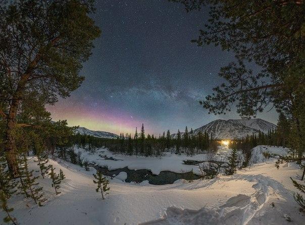 Млечный Путь и полярное сияние над долиной реки Кунийок, горный массив Хибины. Автор фото: Юрий Звёздный. Спокойной ночи.