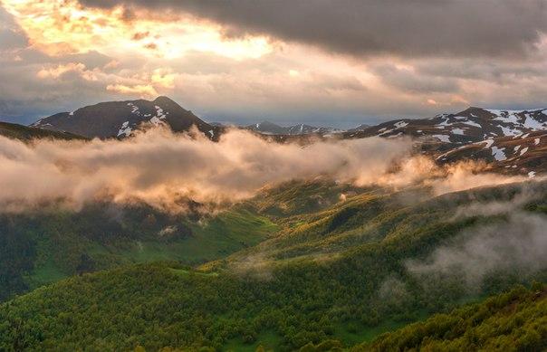 Архыз, Кавказ. Автор фото: Фёдор Лашков.