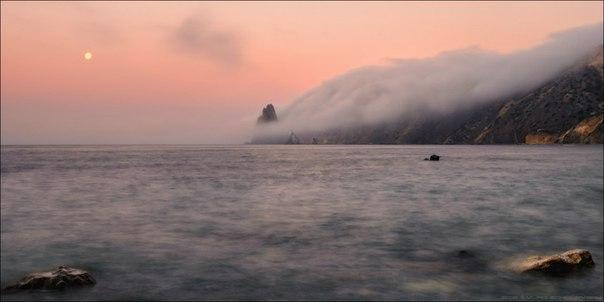 Рассвет на мысе Фиолент, Крым. Автор фото – Влад Соколовский. Доброе утро!