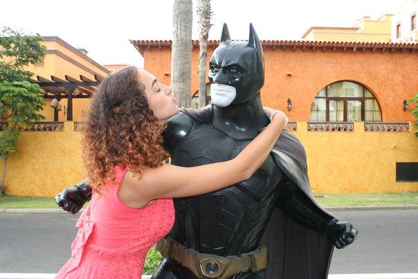 Стефаня из Москвы встречается с Бэтменом.
