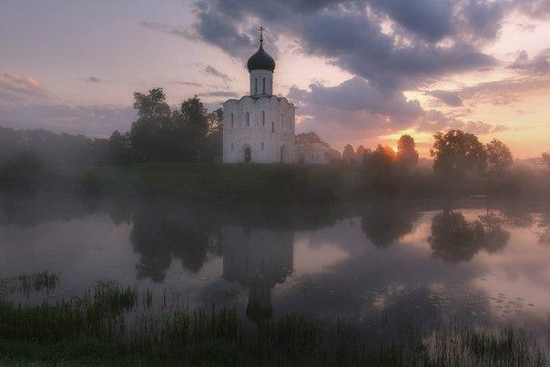 Рассвет на Нерли. Боголюбово, Владимирская область. Автор фото – Дмитрий Купрацевич. Доброе утро!