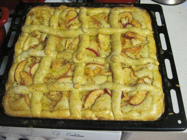 Яблочный пирог с плетёнкой...