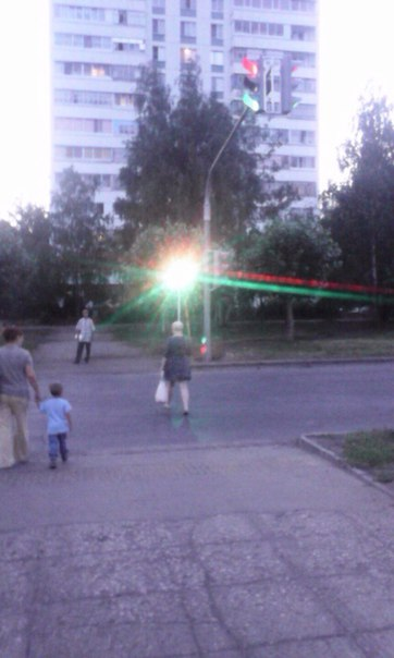 Так работает светофор на пересечении пр. Московского и дружбы народов.