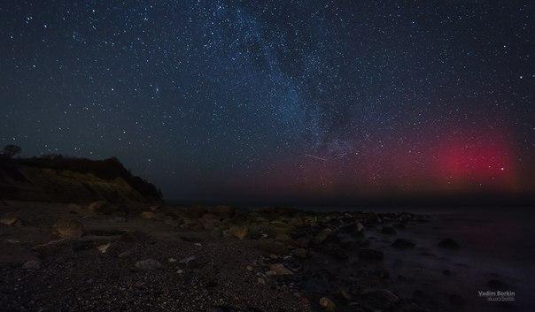 Полярное сияние над Балтийским морем. Автор фото: Вадим Боркин. Добрых снов и приятных выходных!