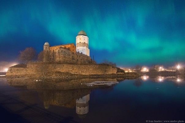 Полярное сияние над Выборгом. Автор фото: Иван Смелов. Доброй ночи и приятных выходных!