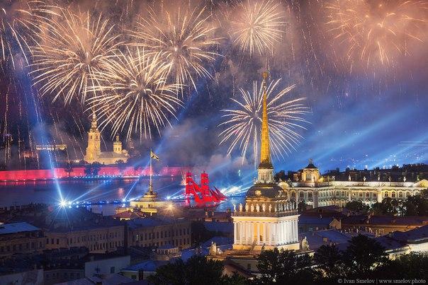 Вчера в Санкт-Петербурге прошли «Алые паруса» — всероссийский праздник выпускников. Поздравляем ребят и желаем успехов и побед!