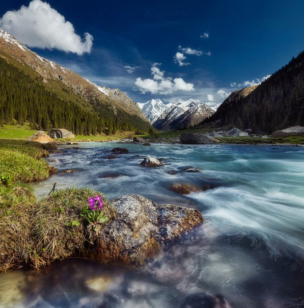 Ущелье Джеты-Огуз, Киргизия. Автор фото: Сергей Сутковой.