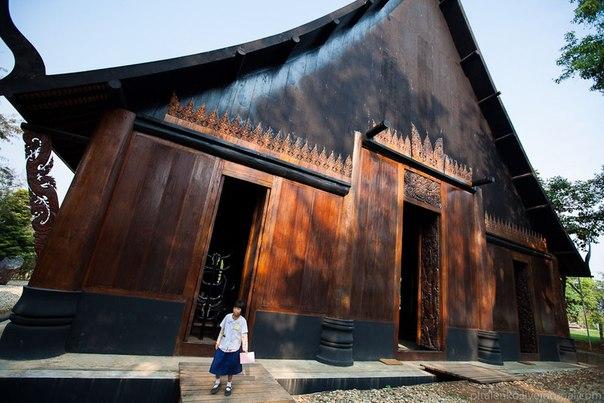 Черный храм на севере Таиланда