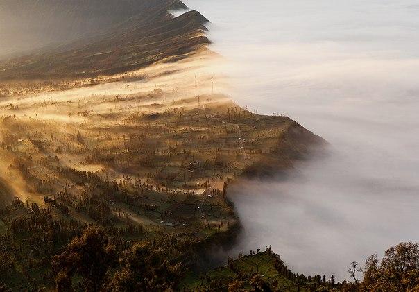 «На краю света». Вулканический массив Тенгер, остров Ява. Автор фото — Юлия Волк
