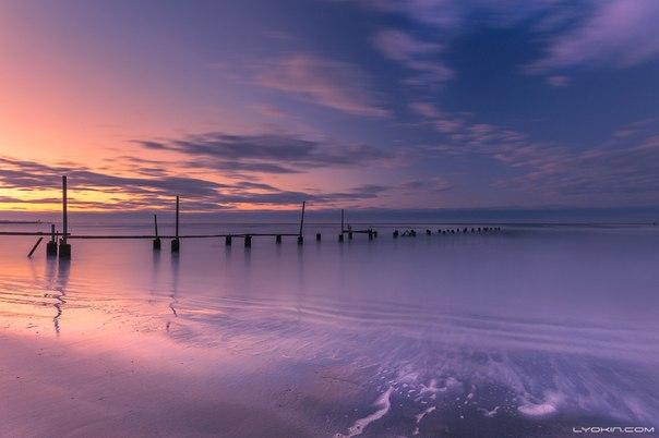 Закат на пляже Шувалан Апшеронский полуостров, Азербайджан. Фотограф — Lyokin Photos