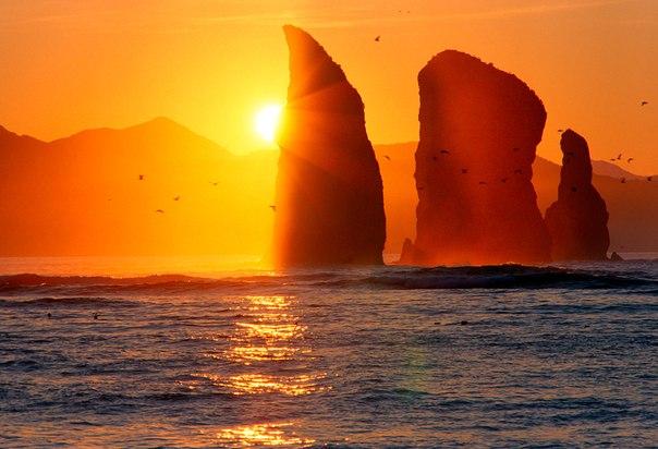 Скалы Три Брата в Авачинской бухте, Камчатка. Автор фото — Глазков Владимир: Доброй ночи.