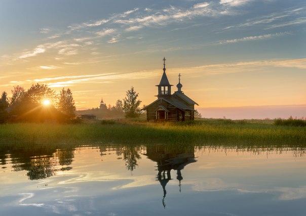 Рассвет в Кижах, Карелия. Автор фото — Эдуард Гордеев: nat-geo.ru/photo/user/116944