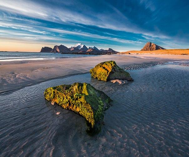 «Краски севера». Лофотенские острова, Норвегия. Автор фото — Виталий Новиков: nat-geo.ru/photo/user/40200/
