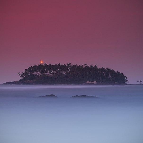 Остров у города Берувела, Шри-Ланка. Автор фото — Александр Науменко: nat-geo.ru/photo/user/47175/ Добрых снов!