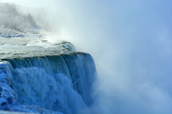 Зимний Ниагарский водопад. Автор фото — Анна Грабарь: nat-geo.ru/photo/user/181581/