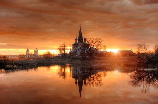 Рассвет над рекой Теза, Ивановская область. Автор фото — Эдуард Гордеев: nat-geo.ru/photo/user/116944/