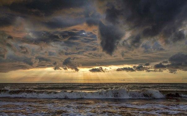 «Соприкосновение». Балтийское море. Автор фото — Николай Погодин: nat-geo.ru/photo/user/121122/