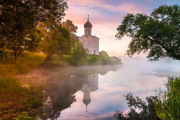 Церковь Покрова на Нерли, Владимирская область. Автор фото — Игорь Шиленок: nat-geo.ru/photo/user/163805/