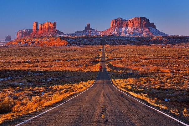 La mañana en el Valle de los monumentos. El estado Utah. El autor de la foto — Valery Scherbina: nat-geo.ru\/photo\/user\/39385\/
