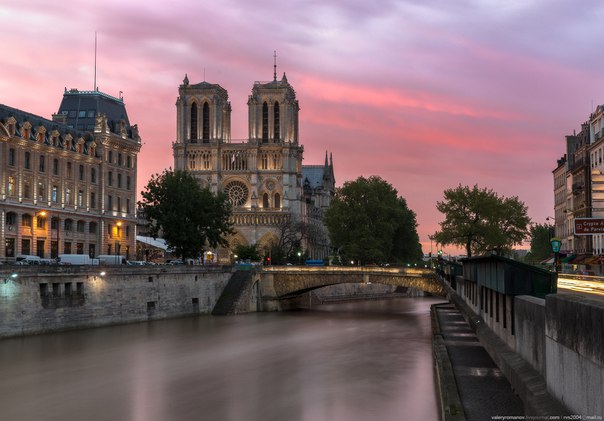 Notre Dame de Paris at dawn. The author of a photo is Valery Romanov: nat-geo.ru\/photo\/user\/47661\/