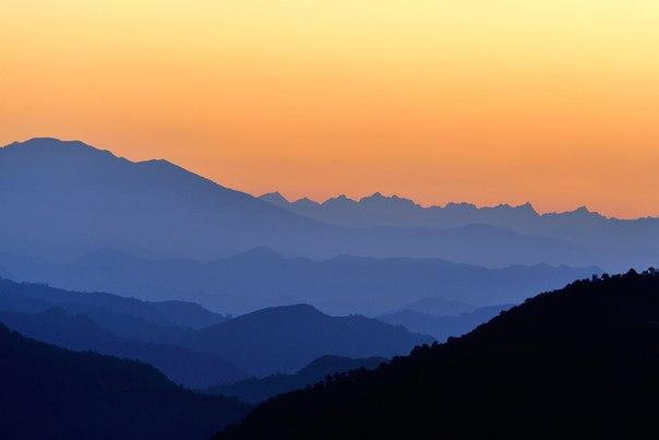 Рассвет в Гималаях. Автор фото — Жахонгир Кариов: nat-geo.ru/photo/user/190811/