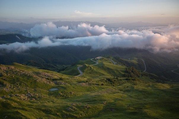 Перевал Гум-Баши, Кавказские горы. Автор фото — Вадим Коркин: nat-geo.ru/photo/user/46280/