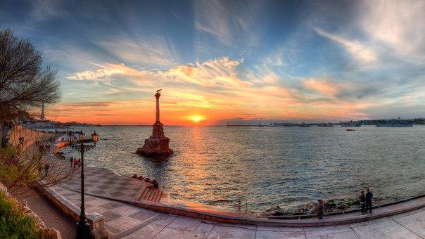 Приморский бульвар, Севастополь. Автор фото — Сергей Колесников: nat-geo.ru/photo/user/275041/