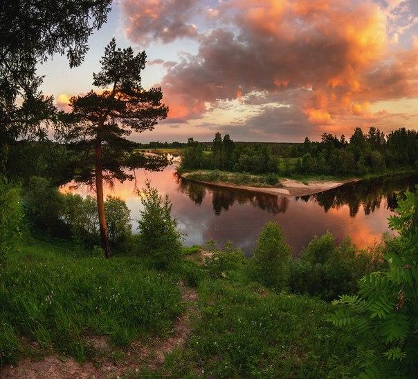 Закат над Вельским районом, Архангельская область. Автор фото: Виталий Истомин.