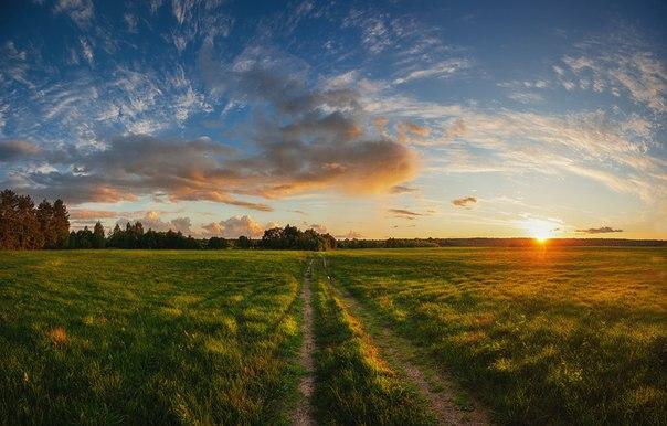 Закат в окрестностях деревни Мелединская, Архангельская область. Автор фото: Виталий Истомин. Доброй ночи.