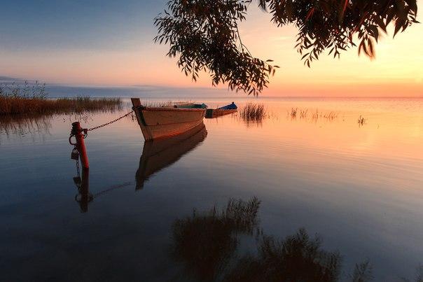 Рассвет на Плещеевом озере, Ярославская обасть. Автор фото: Антон Шваин.