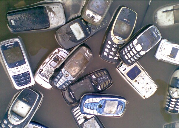 старі мобільні телефони
