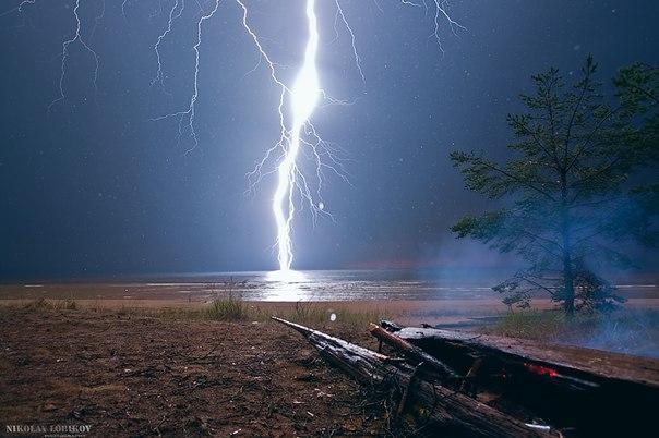 Гроза над Онежским озером. Автор фото: Николай Лобиков. Доброй ночи.