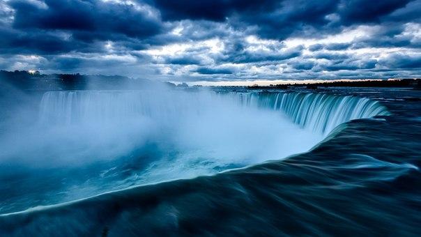 Ниагарский водопад незадолго до восхода солнца, Канада. Автор фото — Сергей Пестерев