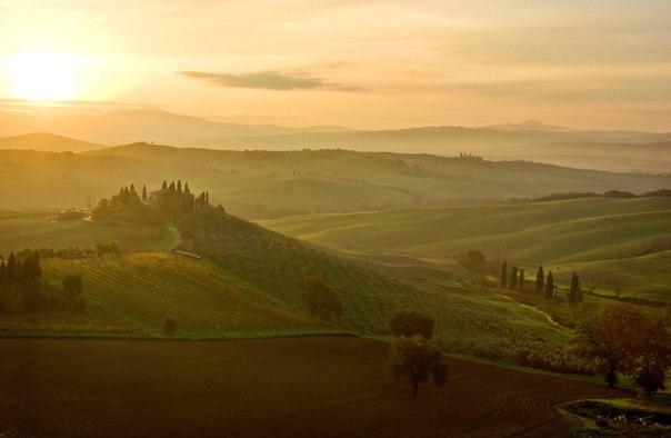 Рассвет в Тоскане, Италия. Автор фото — Пётр Косых