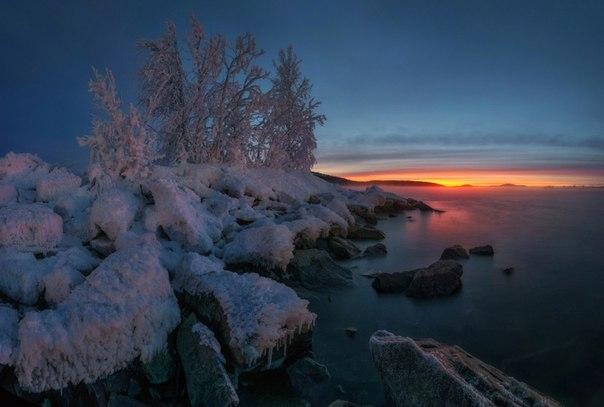 Озеро Имандра, Кольский полуостров. Автор фото — Андрей Грачев: Доброй ночи!
