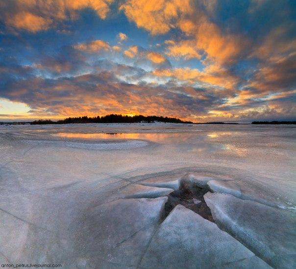 Закат на Белом море у деревни Поньгома, Карелия. Автор фото — © Антон Петрусь  |  National Geographic Россия