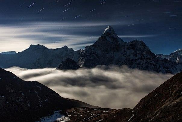 Вершина Ама-Даблам. Национальный парк Сагарматха, Непал. Автор фото — Алексей Заводский: Спокойной ночи.