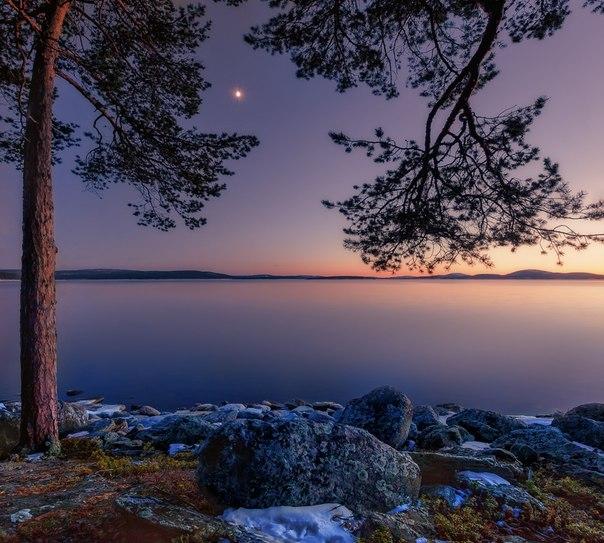 «Северная весна». Озеро Имандра, Мурманская область. Автор фото — Олег Семенкевич: Доброй ночи.