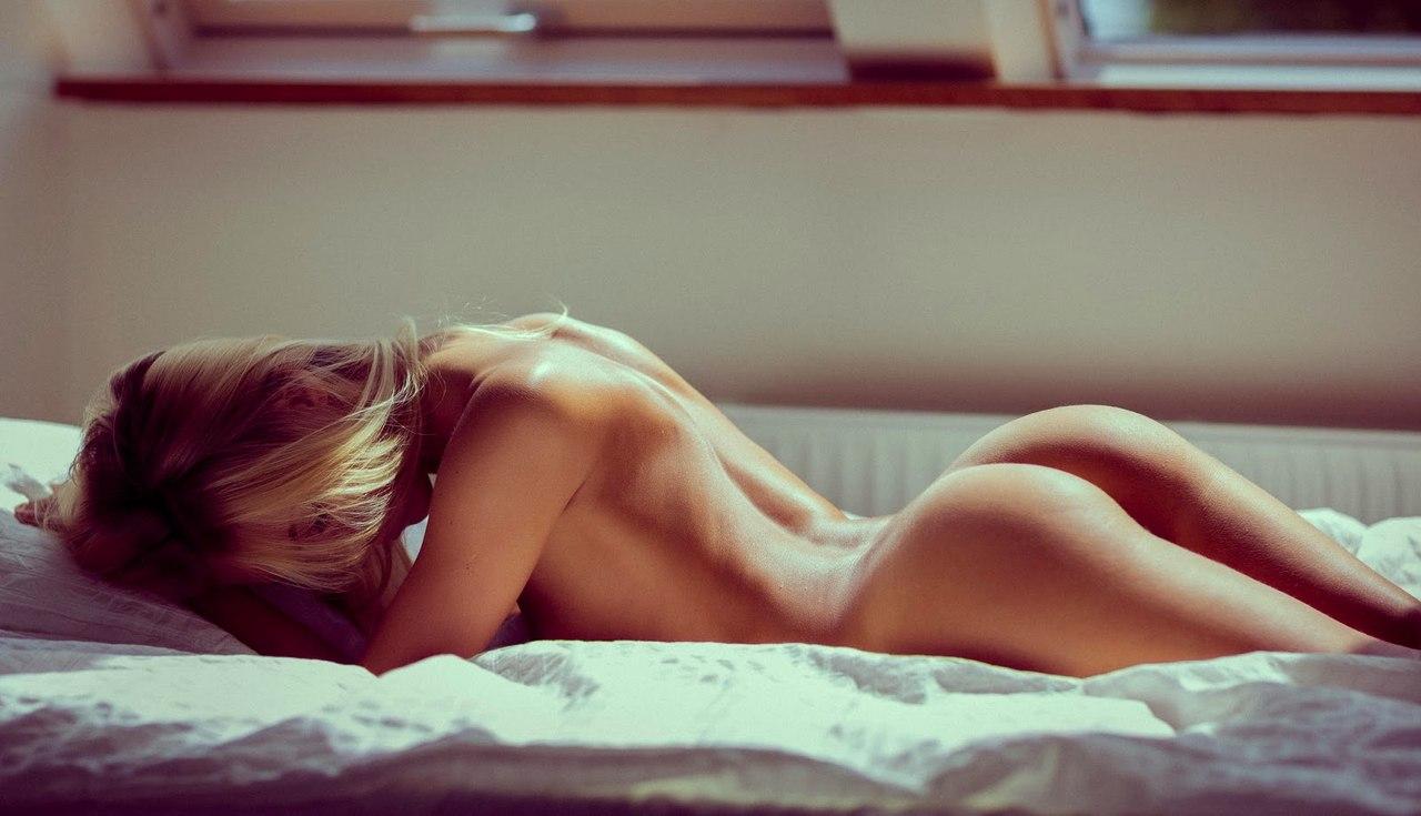 eroticheskie-foto-devushek-v-posteli