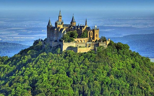 Замок Гогенцоллерн (Hohenzollern) — родовое гнездо швабской ветви дома Гогенцоллернов.