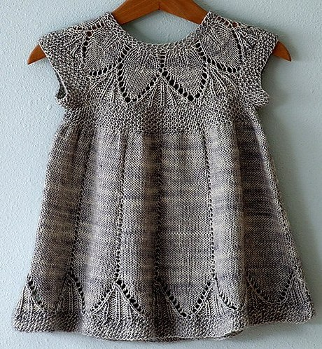 Детское платье на годик спицами