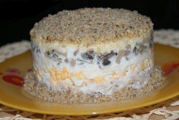Салат с грецкими орехами грибами курицей черносливом рецепт