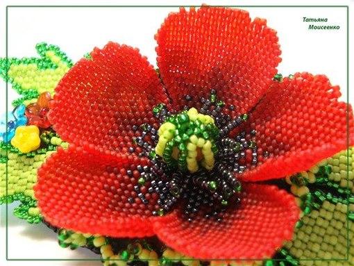 Очень красивые цветы из бисера