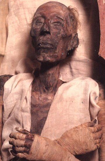 Самая старая сохранившаяся до наших дней 3226-летняя мумия Рамзеса II.
