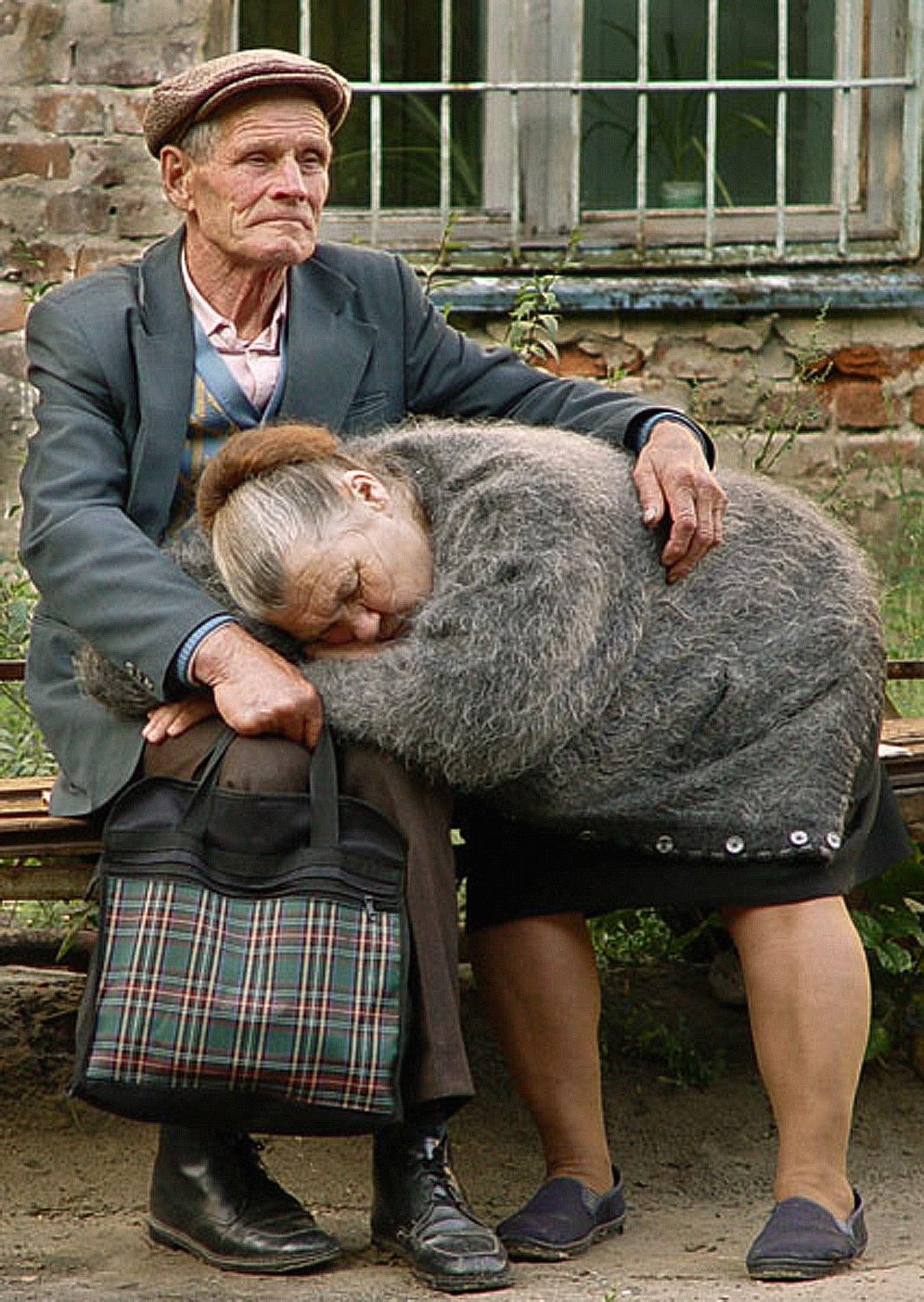 Фото людей которые не уважают стариков 6