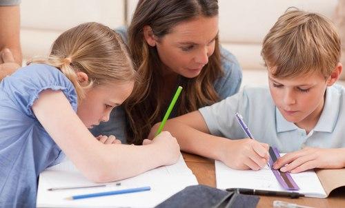 Ödevlere Çok Yardım Eden Ailelerin Çocuklarının Ders Başarıları Yavaş İlerliyor