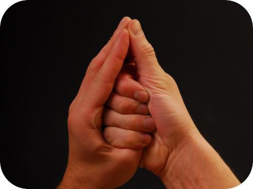 что можно взять в правую руку но нельзя в левую: