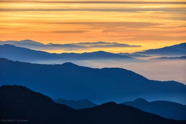 «Краски гималайского утра». Перевал Лауребина-Ла, Непал. Автор фото - Евгений Q-Lieb In